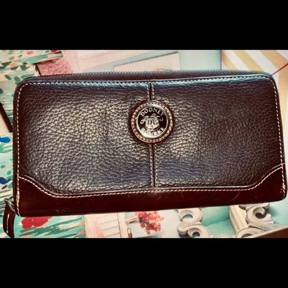 Dooney & Bourke Handbags - Dooney & Bourke pebbled vintage leather wallet